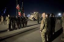 Přeprava padlého vojáka Tomáše Procházky, kterého zastřelil Afghánec Vahidulláh Chán.