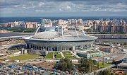Krestovsky stadion (Petrohrad, 66 881 diváků). Stavba tohoto svatostánku se rovněž dlouho protahovala - skončila až v roce 2017. Stadion vyrostl na místě bývalého Kirovského stadionu, který měl kapacitu pro 110 000 diváků a patřil k největším v Evropě.