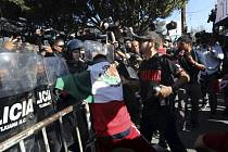 Demonstrace proti karavaně migrantů v mexické Tijuaně