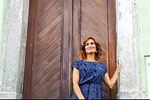Jana Kijovská u dveří své kavárny