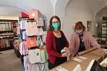 V pondělí po koronavirové přestávce otevřela i prodejna Papír Plojhar v centru Českých Budějovic.
