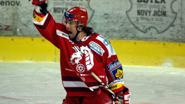 Hokejisté Třince postoupili z předkola do čtvrtfinále play off. Na snímku David Moravec.