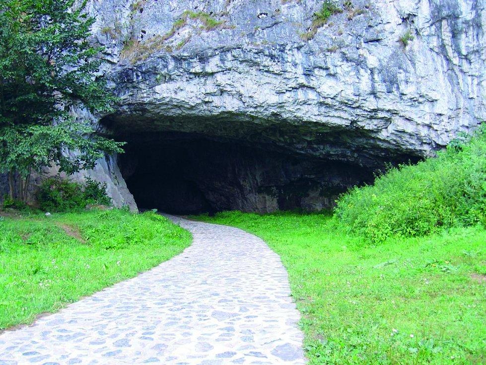 Sloupsko-šošůvské jeskyně jsou rozsáhlým dvoupatrovým komplexem dómů, chodeb a podzemních propastí.