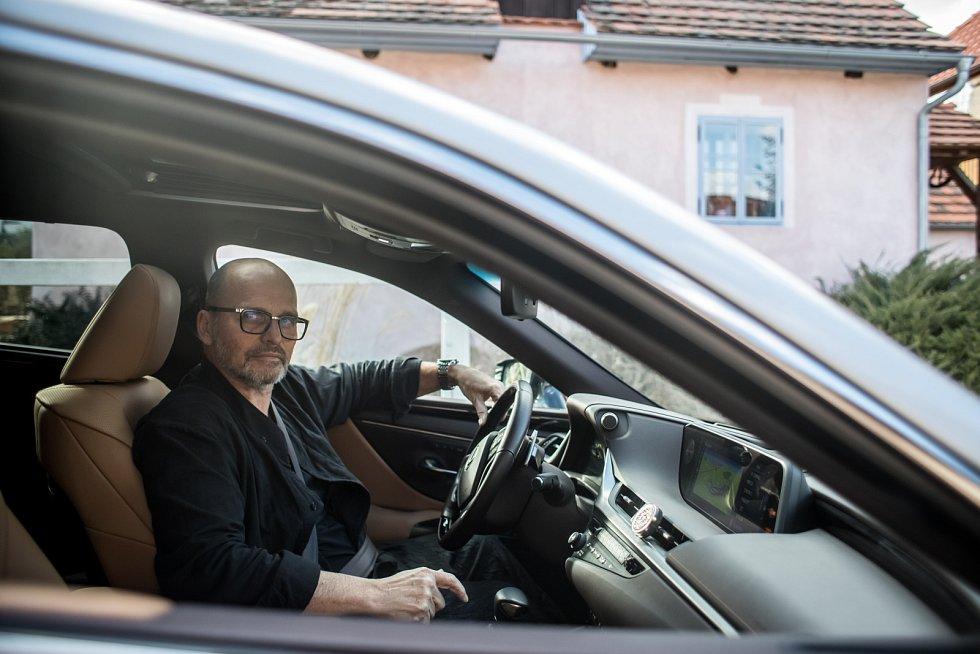 Zdeněk Pohlreich, český šéfkuchař, gastronom, podnikatel, lektor, autor kuchařek a moderátor kuchařských pořadů na televizi Prima.