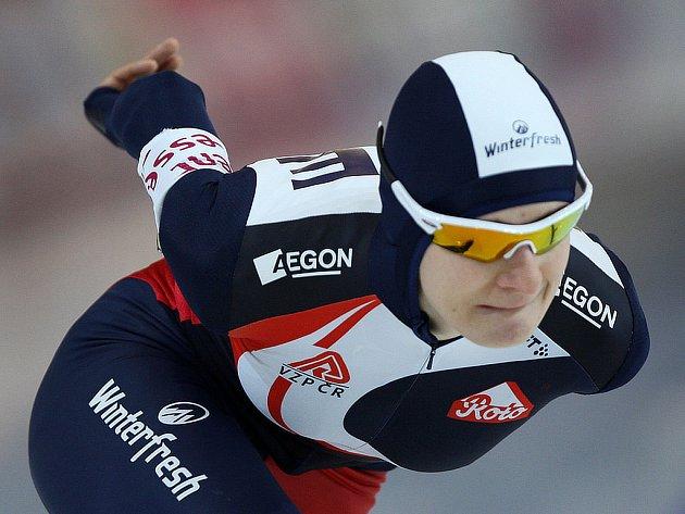 Martiná Sáblíková bojuje na dráze ve Vancouveru v závodě světového šampionátu.