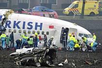 Letadlo se rozlomilo v okamžiku, kdy dopadlo mimo přistávací dráhu na letišti Schiphol.