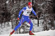 Lukáš Bauer na trati úvodního závodu Světového poháru, běhu na 15 km volně.