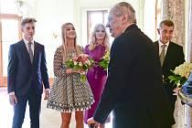 Novoroční oběd prezidenta Miloše Zemana s manželkou Ivanou a dcerou Kateřinou a premiéra Andreje Babiše s manželkou Monikou (třetí zleva), dcerou Vivien (druhá zleva) a synem Frederikem (první zleva) 5. ledna 2020 na zámku v Lánech