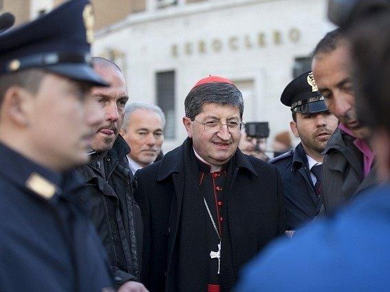 Kardinál Giuseppe Betori přijíždí do Vatikánu