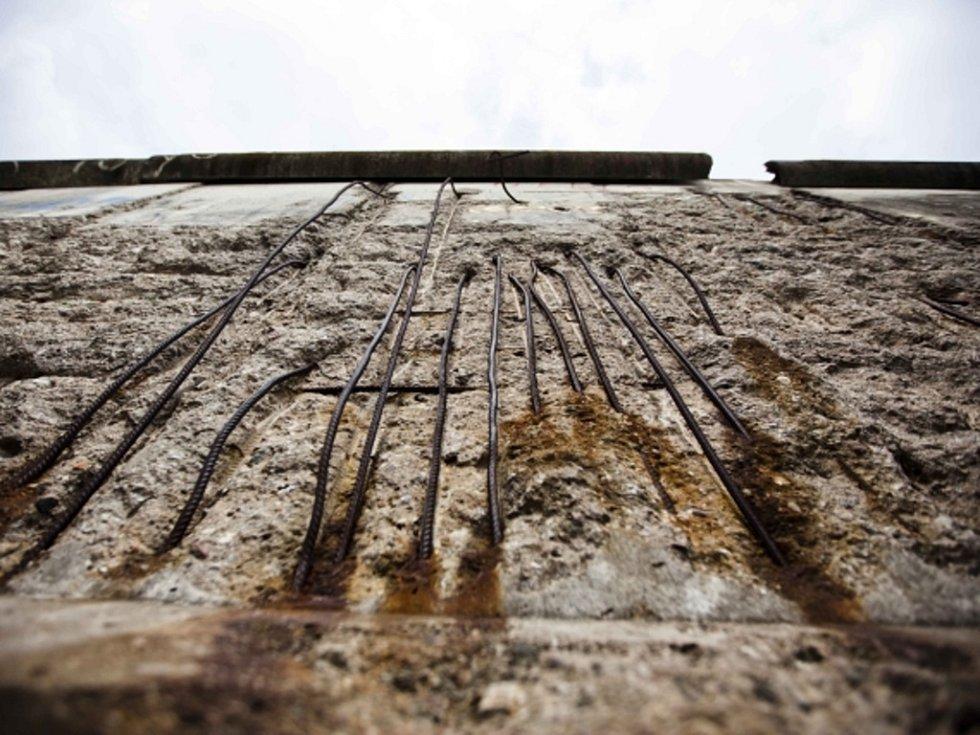 Zbytky berlínské zdi.