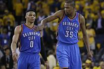 Kevin Durant (35) a Russell Westbrook (0)