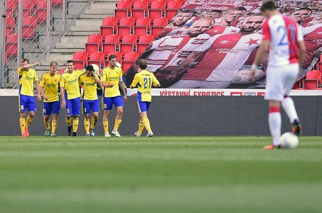Slavia Praha - Fastav Zlín, 8. srpna v Praze. Hráči Zlína se radují z druhého gólu.