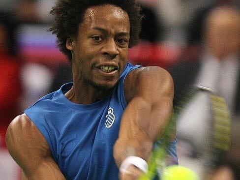 Francouz Gael Monfils si v prvním utkání finále Davisova poháru poradil se Srbem Jankem Tipsarevičem 3:0.