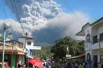 Filipínská sopka Bulusan přinutila k evakuaci stovky lidí