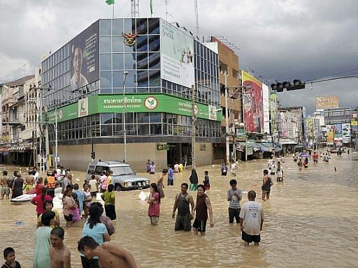 Thajsko a Vetnam zažívají katastrofální záplavy - stovky obětí