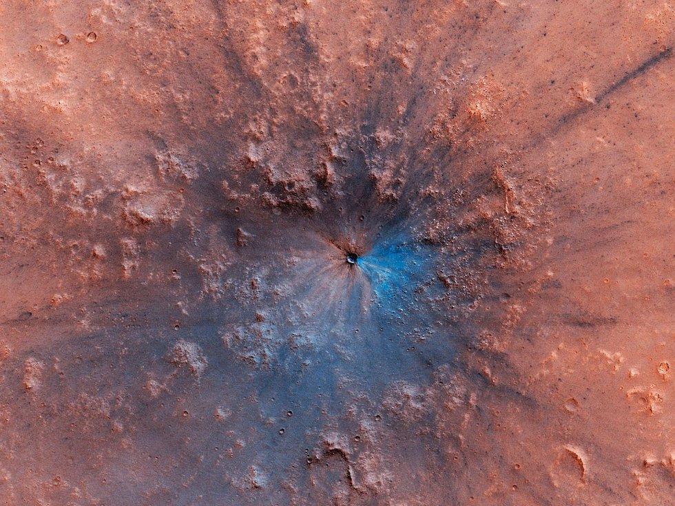 Mars už není jen červený, je i modro-černý