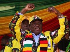 Emmerson Mnangagwa oslavuje vítězství v prezidentských volbách