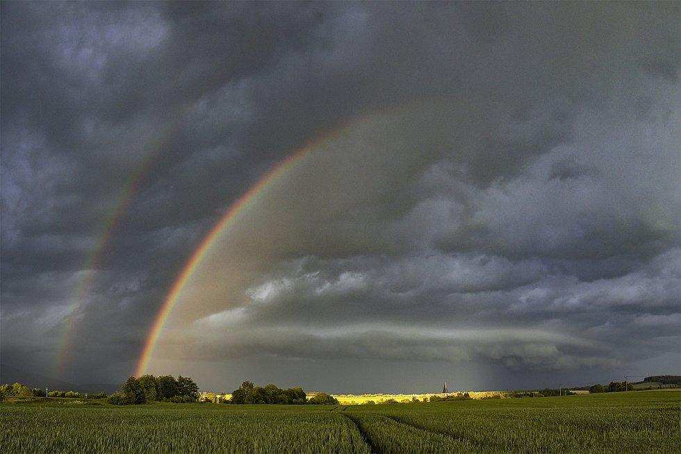 Lovec bouřek Filip Petržílek fotografuje za extrémního počasí nejen blesky.