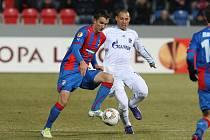 Fotbalisté Plzně (v modročerveném) proti Schalke.