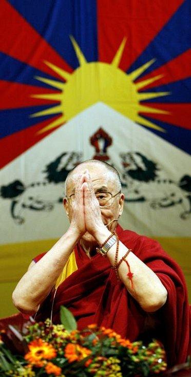 Dalajlama při přednášce v Praze