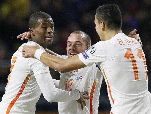 Fotbalisté Nizozemska slaví výhru na půdě Kazachstánu