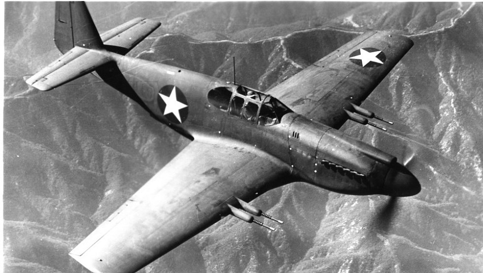 Jednomístná stíhačka P-51 Mustang. Na stejném typu stroje bojovali oba sestřelení piloti