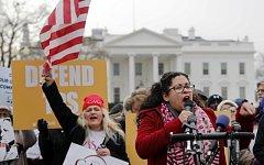 Salvadorští přistěhovalci a jejich příznivci protestovali proti hrozbě deportace z USA