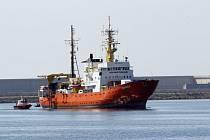 Záchranná loď Aquarius připlula po devíti dnech do Valencie.
