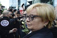 Demonstranti vítají předsedkyni polského nejvyššího soudu Malgorzatu Gersdorfovou