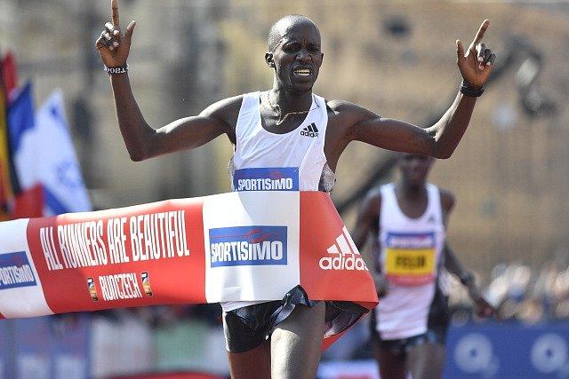 Vítěz Pražského půlmaratonu Benard Kimeli