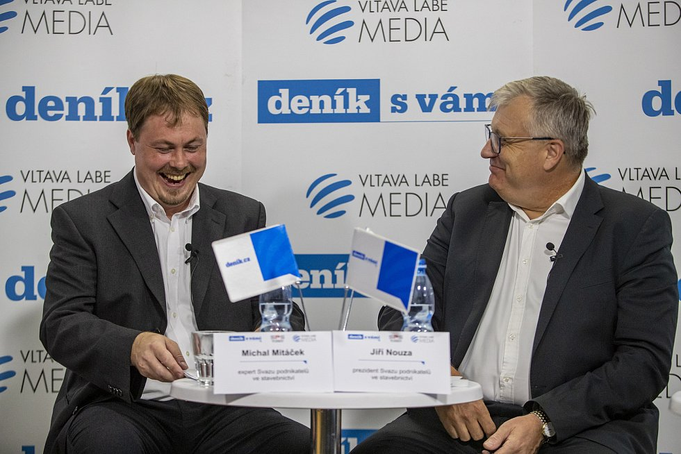 """Online diskuse """"Stavební průmysl čelí nebývalému růstu cen materiálu. Jaké to bude mít dopady?"""" proběhla 29. června v Praze."""