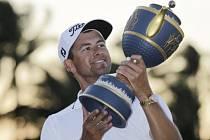 Adam Scott s trofejí z turnaje v Doralu