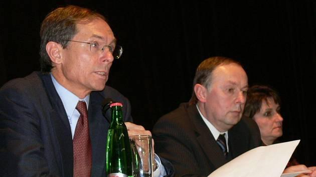 Prezidentský kandidát Jan Švejnar zavítal v rámci svého turné po českých regionech také do Kroměříže.