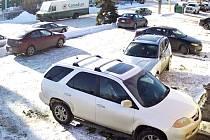 Člověk za volantem stříbrného BMW X3 si v Kanadě vysloužil pověst nejhoršího tamního řidiče.