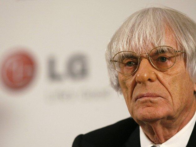 Boss formule 1 Bernie Ecclestone na tiskové konferenci, kde oznámil pětiletou sponzorskou spolupráci s firmou LG.