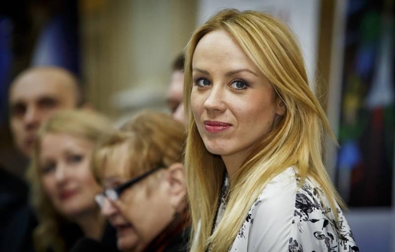 Herečka Petra Hřebíčková je krásná, chytrá, talentovaná a hlavně neztrácí humor.