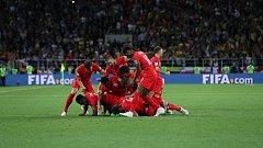 Angličané slaví postup po penaltovém dramatu.