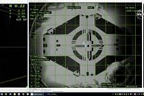 Po zhruba 27 hodinách letu se dnes kosmická loď Crew Dragon (na snímku chvíli před spojením) soukromé americké společnosti SpaceX v automatickém režimu úspěšně spojila s Mezinárodní vesmírnou stanicí (ISS).