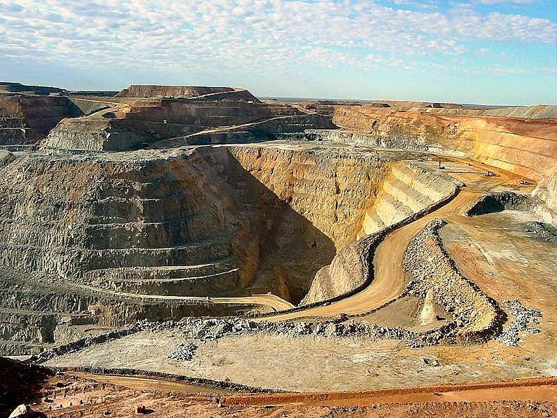 Těžba nerostných surovin je základ bohatství Austrálie. Super Pit gold mine - největší důl těžby zlata v zemi