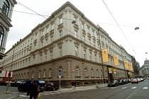 Budova pošty - roh Politických vězňů a Jindřišské ulice.