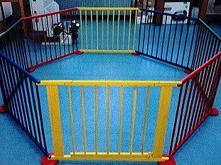 Česká obchodní inspekce (ČOI) nařídila okamžitě stáhnout z distribuce dětskou dřevěnou ohrádku Baby Maxi, která může ohrozit zdraví malých dětí.