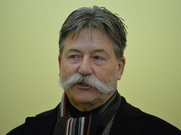Obvodní soud pro Prahu 2 začal 23. listopadu řešit případ podnikatele Luďka Fabingera, který je viněn z vyvádění majetku vytunelované společnosti H-System.
