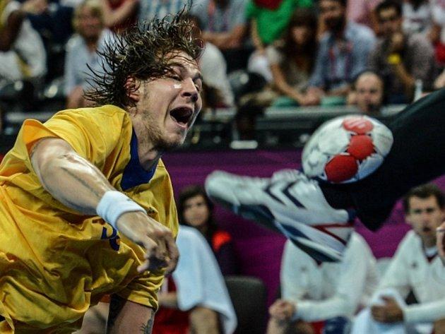 Andreas Nilsson ze Švédská proti Maďarsku v semifinále olympijských her.