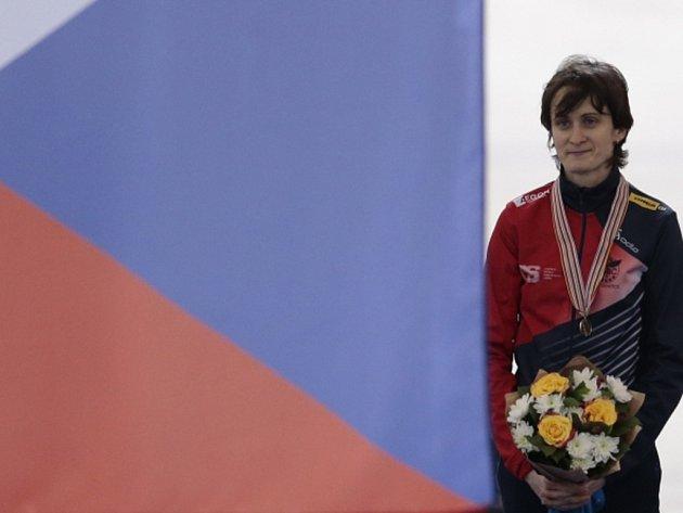 Martina Sáblíková se zlatou medailí. V Kolomně se stala počtvrté v kariéře mistryní světa na 3000 metrů.