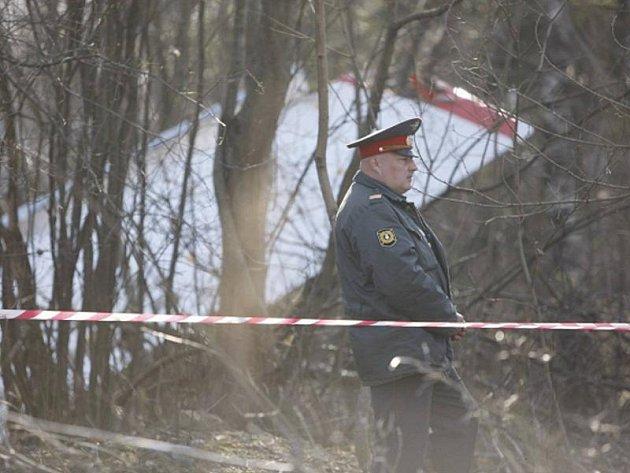Ruské televize zveřejnily záběry rozlomeného letadla a trosek rozesetých okolo. Podle vyšetřovatelů citovaných televizí lidé na palubě neměli šanci přežít.