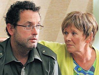 Smutný děvkař. Ženy mají Františka (Josef Polášek) rády. Hlavně jeho matka (Zdena Hadrbolcová).