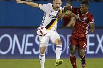 Robbie Keane (vlevo) v dresu Los Angeles Galaxy.