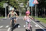 Děti na kolech na dopravním hřišti