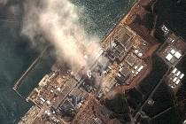 Jaderná elektrárna Fukušima v Japonsku stále čelí kritickým problémům po pátečním zemětřesení.
