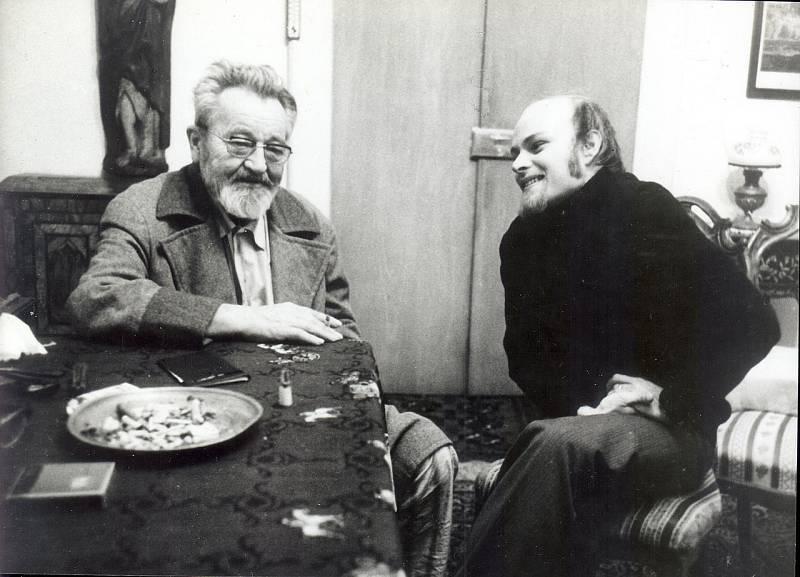 Jan Werich s Jaromírem Pelcem na Kampě v roce 1977